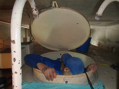 貯水槽に入るところ