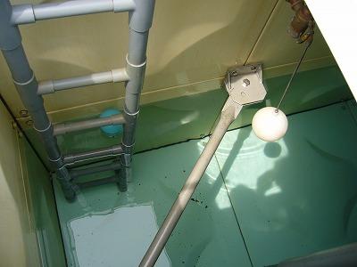 貯水槽の中に浮いているもの(1)