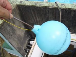 貯水槽の中に浮いているもの(3)