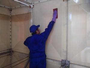 赤茶色下貯水槽の壁面をご覧ください(2)
